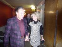 Backstage 2009 - do hlediště přichází i Karel Gott v doprovodu manažerky Jany Dioszegi
